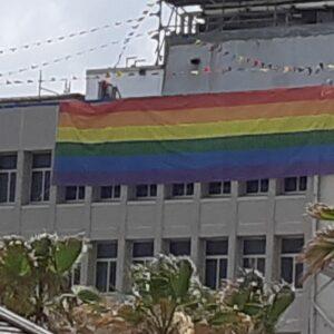 דגל גאווה ענק