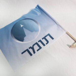 מעמד מברזל לתליית דגל לקיר